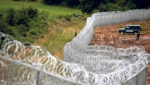Image 2: […] It is secured with razor wire, currently 30km long: A border fence to prevent refugees from Turkey from crossing to Bulgaria. Meanwhile, Syrian refugees report degrading scenes at the external borders of the EU to human rights defenders. […]